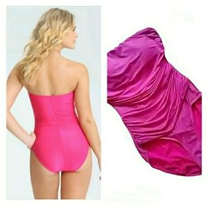 Other - CUTE STRAPLESS ONE PIECE SWIMSUIT
